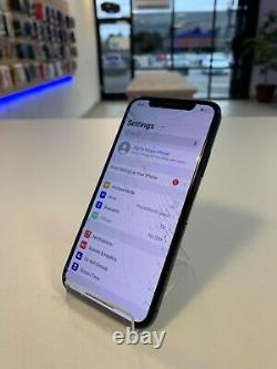 Apple Iphone X 64 Go Space Gray (t-mobile) (gsm) Blacklist Bad LCD Cracked Back